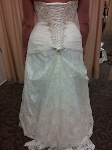Ivory & Lace Wedding Dress - SIZE 16W