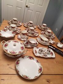55 pieces! Old Country Roses Royal Albert