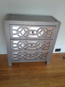 pretty mirrored chest of drawers (3 drawers)