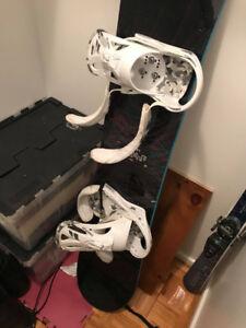 Planche à neige burton + fixes + bottes