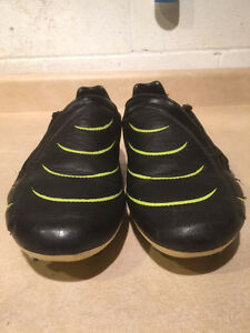 Kids Puma Outdoor Soccer Cleats Size 7 London Ontario image 6