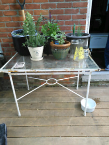 Retro metal patio table and four chairs