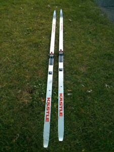 cross country skis in good condition