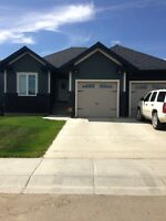 Upgraded Alberta Bungalow with Hot Tub!