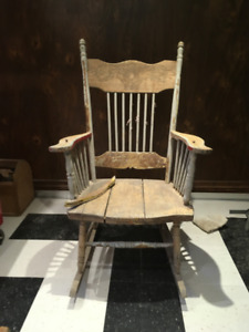 Chaise berceuse antique