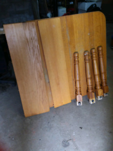 Large dining table with 2 leaves