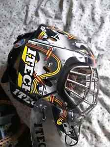Goal tender mask and neck protector Kitchener / Waterloo Kitchener Area image 1