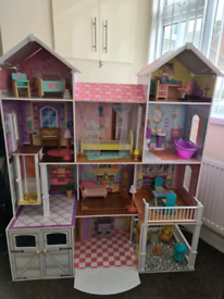 Kidcraft country estate dolls house with furniture and lights
