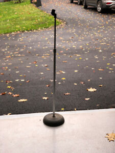 Reliable sturdy base microphone stand for music lover !