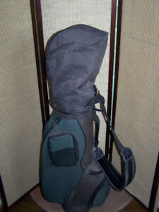 SLAZENGER GOLF BAG WITH 14 RH CLUBS
