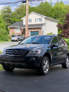 AWD Mercedes ML 500 LOW KMS!