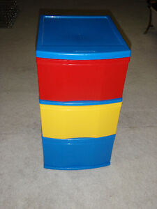 Commode de 3 tiroirs en plastique colorés