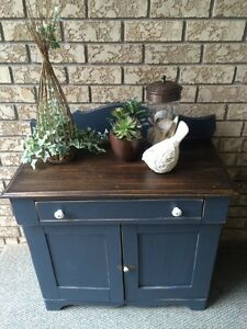 Vintage Solid Wood Cabinet/Liquor Cabinet/Hallway Console