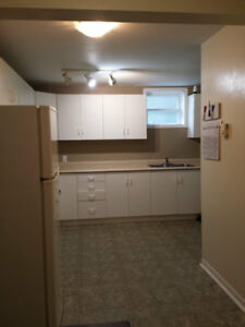 Room for rent in 3 bedroom aprtment! $300 pou