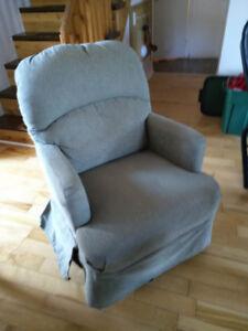 Petit fauteuil berçante