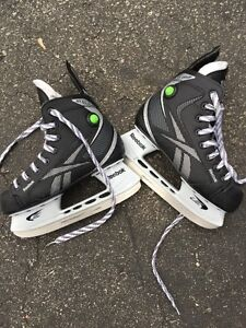 Like new size 3 Reebok skates - very clean condition West Island Greater Montréal image 1