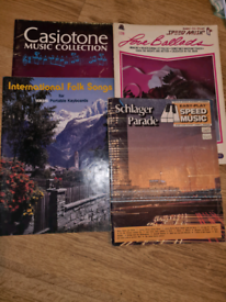 Bundle of 4 beginner piano/ keyboard books