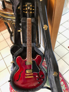 Beautiful Gibson ES 335 DOT semi hollow wine red guitar