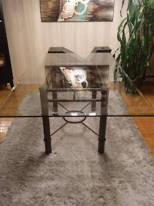 Belle table en vitre gr39x79