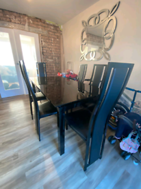 Dining Room Table & Chairs Set