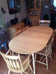 Light Wood Dining Set/hutches/display cabinet  NEW PRICE Gatineau Ottawa / Gatineau Area image 2