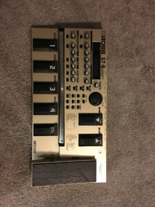 Boss GT-6 multi-effects processor with soft case