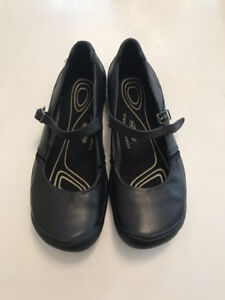 KEEN Womens Contour Arch Black Leather Sz 9 Mary Jane Flats NEW