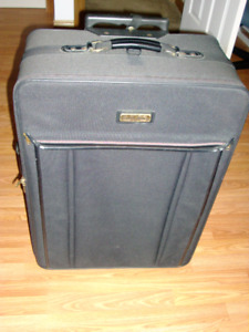 LRG BLUISH/BLACK? AMERICAN TOURISTER LUGGAGE