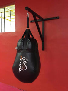 Support pour sac de boxe. Support for punching bag