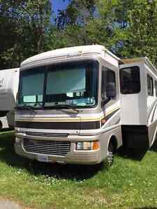 Class A 2005 Fleetwood Bounder Double Slides*******