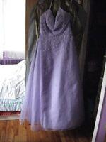Plusieurs robes à vendre…