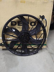 2004 Jeep Grand Cherokee Cooling Fan Assembly Stratford Kitchener Area image 3