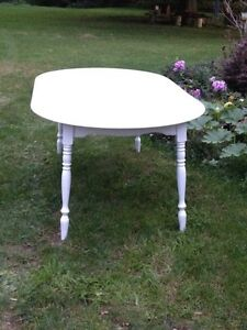 Charming White Round Table+ Three Leaves London Ontario image 3