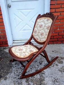 Chaise Berceuse Antique Nursing Chair