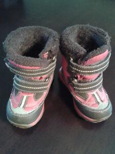 Joe Fresh winter boots in size 5