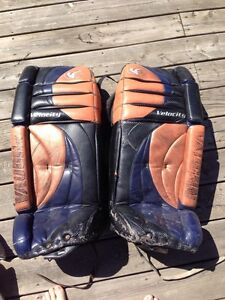"32""+1"" Vaughn Goalie Pads, Bauer Blocker & Catcher"