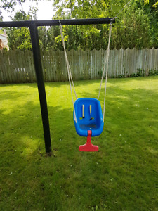 Little Tikes 2-In-1 Snug N' Secure Outdoor Swing for 20$