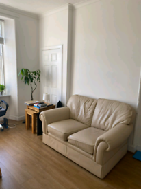 1 Double Bedroom Furnished Flat to rent at Polwarth