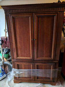 solid wood armoire in beautiful condition