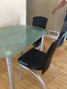 ensemble de dinette avec 4 chaises