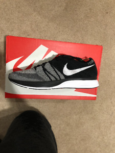 43bd802a705c Nike Flyknit Trainer OG Yeknit Size 9 DS Retail!