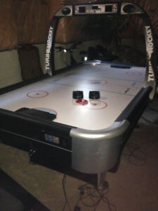 Air hockey table with digital score is available for sale