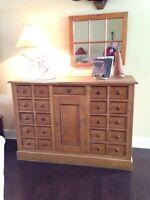 Antique oak cabinet/cupboard/dresser