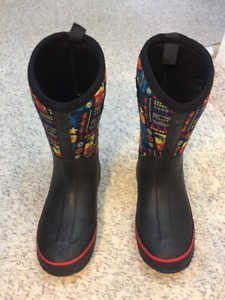 Boys bogs style boots Size 4
