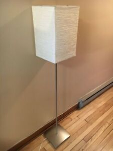 Floor lamp / lampe de plancher