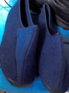 Men's Slippers, East Belleville