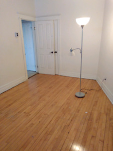 Room for Rent! (Avaliable for March 1st)