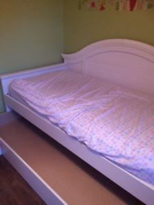 Set de chambre blanc avec lit gigogne
