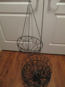 4 HANGING WIRE BASKETS