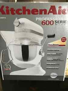 Kitchenaid 600 Proseries stand mixer- color Licorice Brand New !
